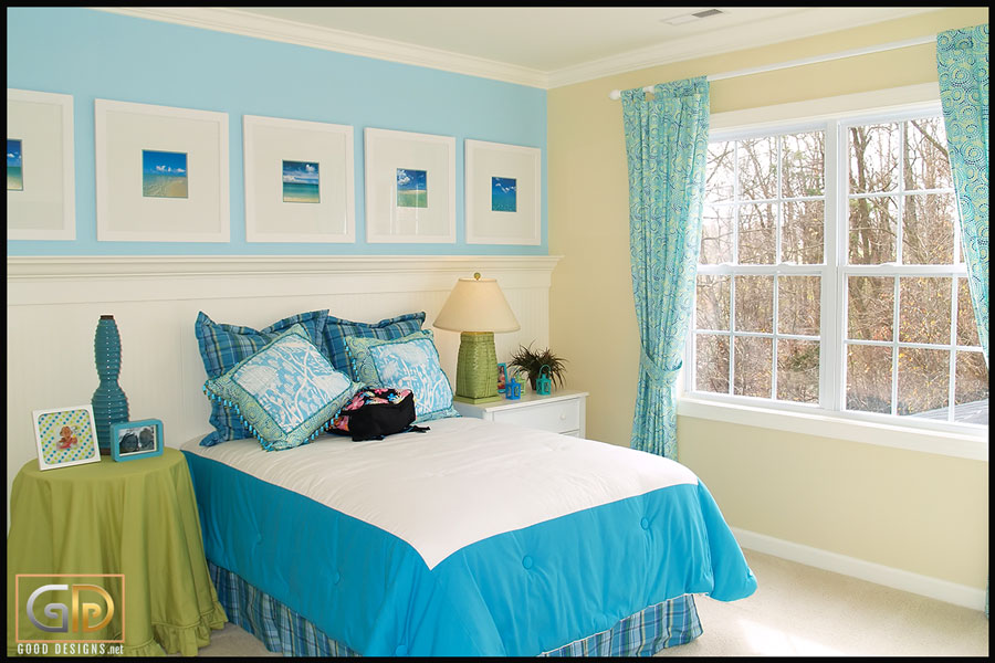 Colors that go with blue curtains